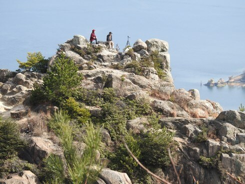 天狗岩の頂に立つ