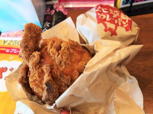 比婆牛プレミアムカレーパン パン粉がでかい