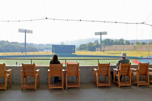 三次きんさいスタジアム バックネット裏のテーブル席