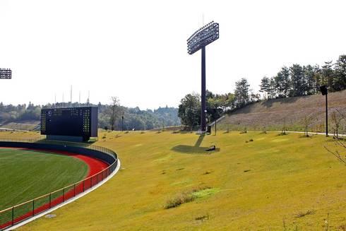 三次きんさいスタジアム 外野席は芝生