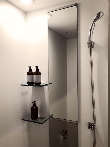 尾道駅 ホステルのシャワールーム(供用スペース・男女別)