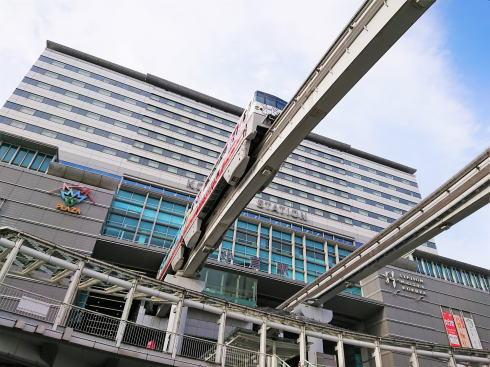 福岡県 小倉駅ビルと電車乗り入れ