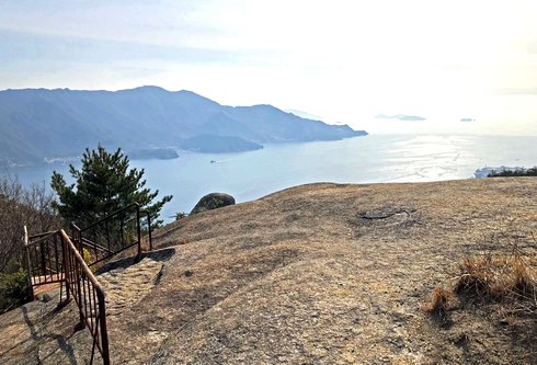 追の浦渓谷・丈ノ内展望所、岩の上からの眺め