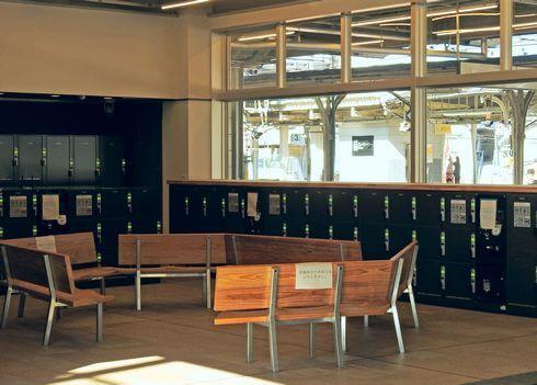 尾道駅1F、コインロッカーと観光案内所