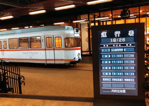 ジ アウトレット広島のプロジェクションマッピング、ワープする路面電車