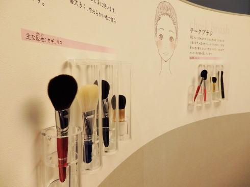 筆の里工房 体験コーナー「化粧で福笑い」2