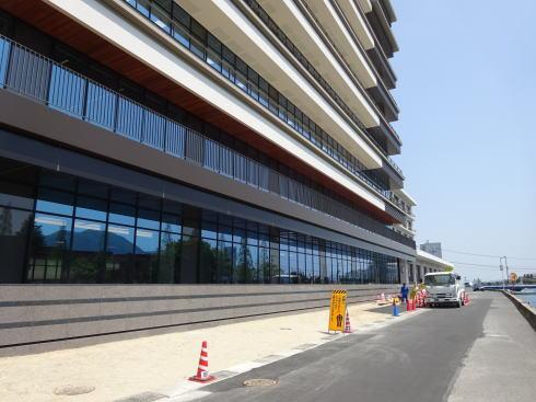 三原市役所 新庁舎 バルコニーが2階に