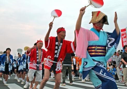鞆の浦 弁天島花火大会で、伝統芸能・アイヤ節