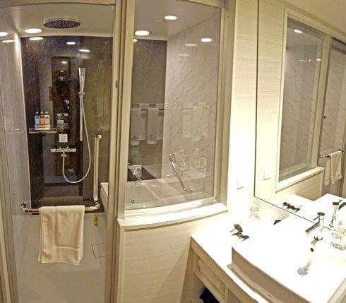 浴室天井のシャワー、オーバーヘッドシャワー
