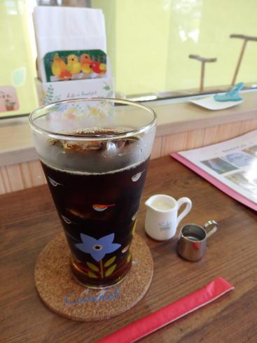 福山市 カフェことり日和 店内でコーヒー