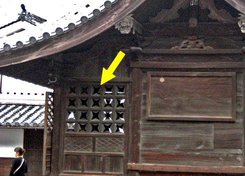 嵐 JAL 先得ロケ地の 広島県竹原市 手裏剣のような格子