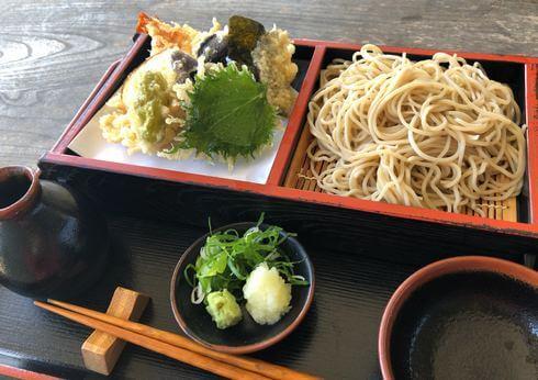 竹葉庵で、コシの強いお蕎麦を味わう