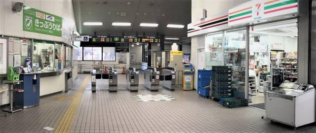 海田市駅 改札口とセブンイレブン