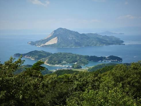 真ん中が沖野島