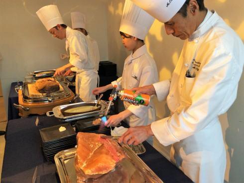 オリエンタルホテル広島 ビアホール 牛肉の岩塩炙り焼き