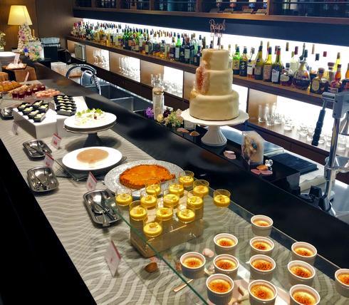 桃のデザートに包まれる「サマーデザートブッフェ」広島で桃スイーツ食べ放題