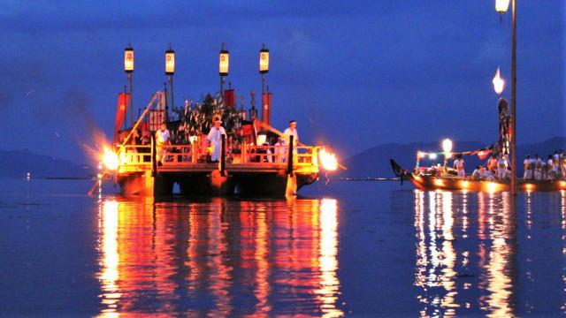 宮島 管弦祭は幻想的な海の管絃神事、無料で一般参加も