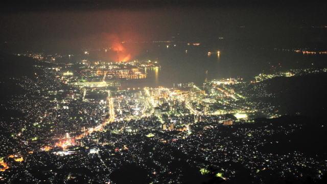 灰ヶ峰からの夜景、呉らしい港を望むスポット 「くれ」と読めると恋愛成就?