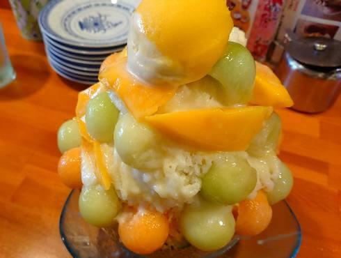 黄さんの家、丸ごとメロンかき氷