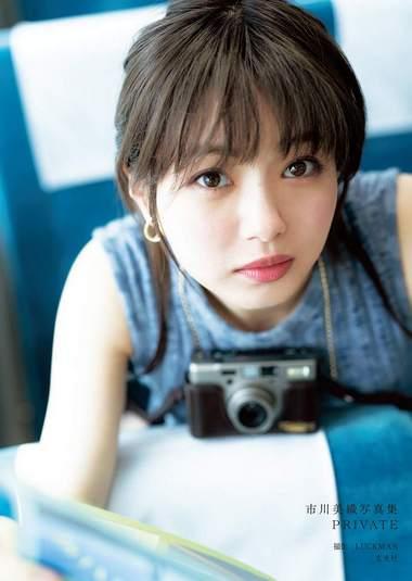 広島で撮影した市川美織の写真集、出版記念イベントを広島駅地下で