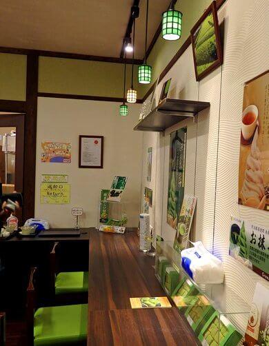 宮島 抹茶スイーツ処 茶和々(さわわ)店奥のカウンター席