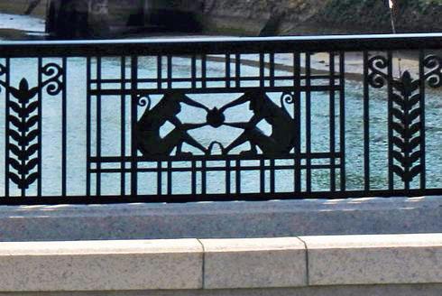 猿猴橋の欄干アート