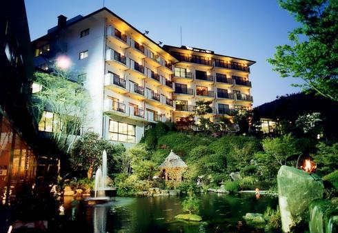 竹原・湯坂温泉の老舗ホテル「賀茂川荘」温泉の日帰り入浴も