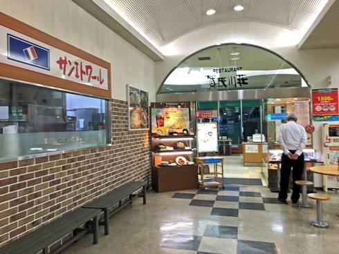 小谷サービスエリア ベーカリー(左)とレストラン