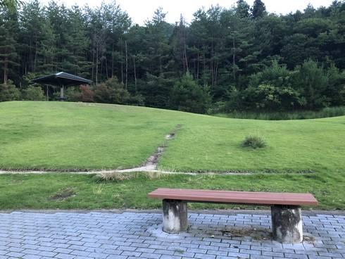 小谷サービスエリア 緑地(ベンチ)
