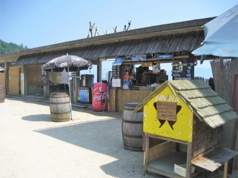 波輝カフェ の隣には「海の家」