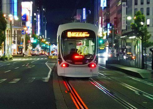 世界初!路面電車に追従して自動運転するバス、広島で実証実験へ