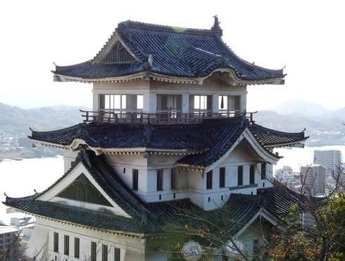 尾道城、ガラス窓とコンクリート造
