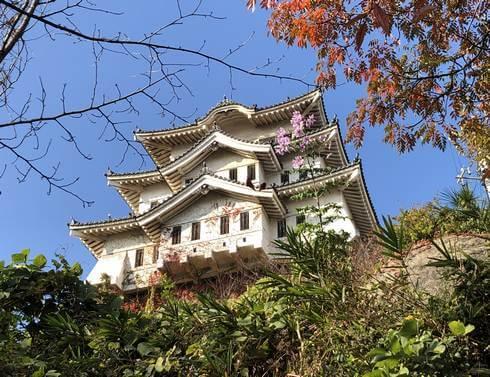 尾道城、少し離れてみるとお城っぽい