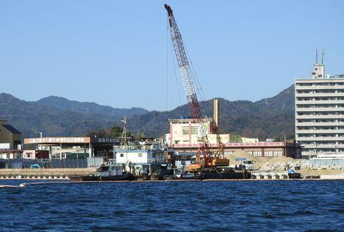 宮島口 海辺の工事が進む厳島港 2018年の様子