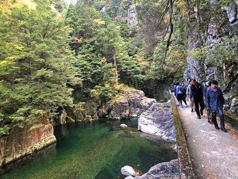 三段峡の魅力的な風景と紅葉4