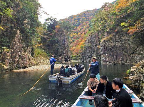 三段峡の魅力的な風景と紅葉・渡し船3