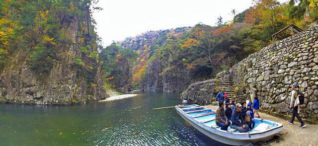 三段峡の魅力的な風景と紅葉・渡し船5