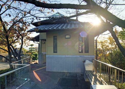 尾道城の近くに、手入れされた公衆トイレあり