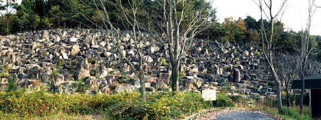 花崗岩が1万個!小さな滝と岩が圧巻の安佐サービスエリア