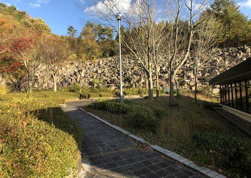安佐サービスエリアの転石庭園