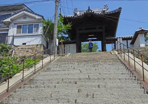 宝土寺 階段と山門