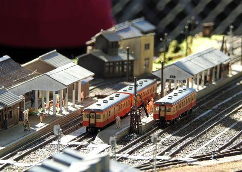 備後落合駅のジオラマ、芸備線の列車とホーム