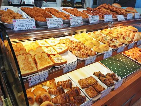 広島港のパン屋「ニューポート」店内の様子2
