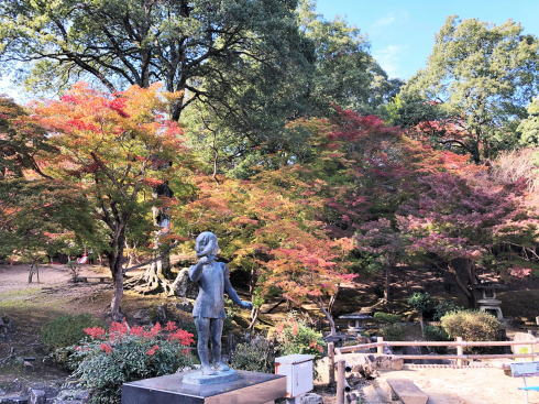 尾関山公園 駐車場から見る紅葉