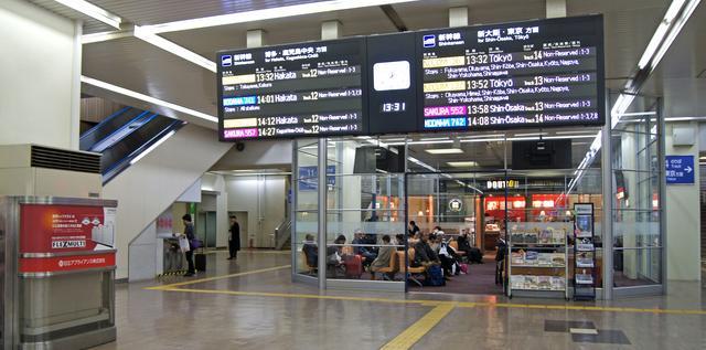 広島駅 新幹線柵内コンコース、リニューアル前の待合室