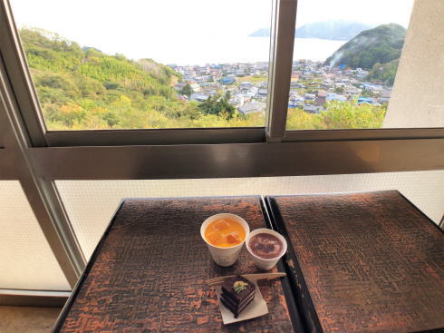 向島 ウシオチョコラトル 店内から見る瀬戸内海