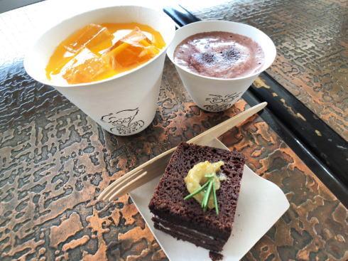 向島 ウシオチョコラトル カフェでいただけるケーキやホットチョコレート