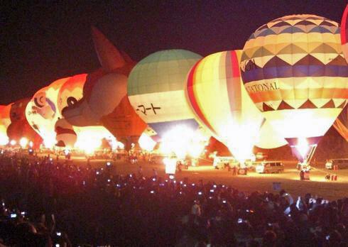 バルーンイリュージョン 熱気球の夜間係留