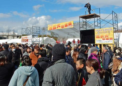 ひろしまフードスタジアム 超巨大牡蠣鍋など会場の様子