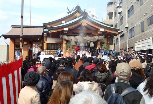 日本の奇祭!広島・住吉神社で「焼嗅がし神事」イワシ1000匹焼き、臭いで厄除け